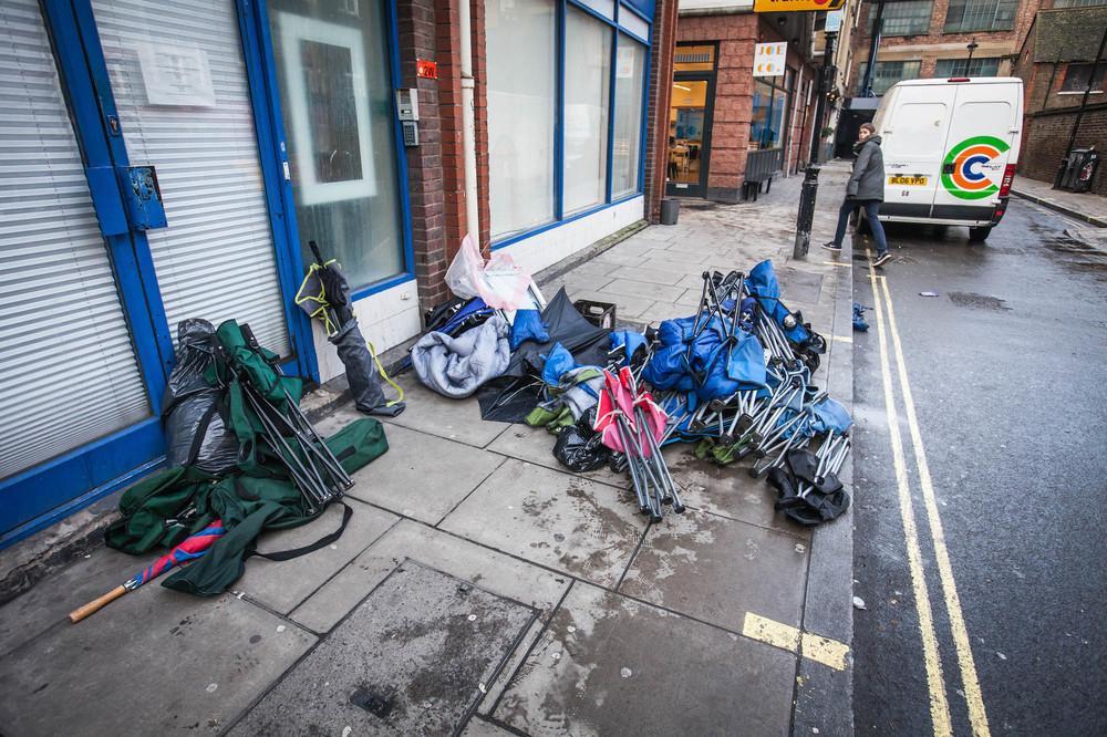 supreme-ss16-london-drop-photos-134-1455800835-size_1000