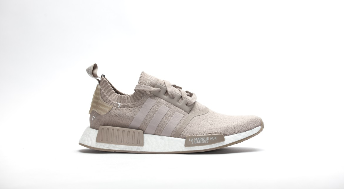 afew-store-sneaker-adidas-nmd-r1-boost-runner-primeknit-vapour-grey-f16-vapourgrey-f16-rwhite-32